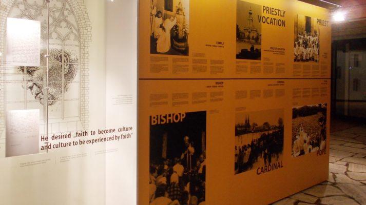 modułowe systemy wystawiennicze custom frame realizacja papież unesco ścianki bishop