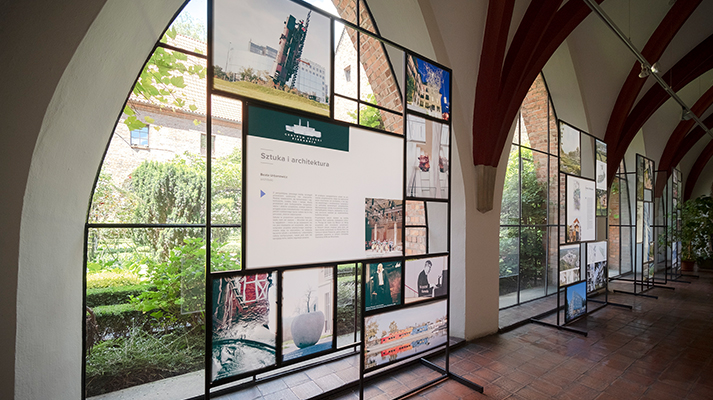 modułowe systemy wystawiennicze custom frame realizacja muzeum architektury ażurowe ścianki